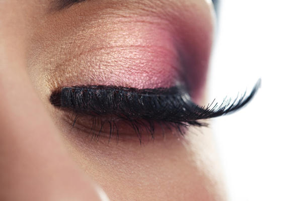 How long should light sensitivity during pink eye last?