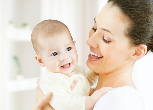 What are symptoms of a breastfed baby having an intolerance to moms dairy intake?