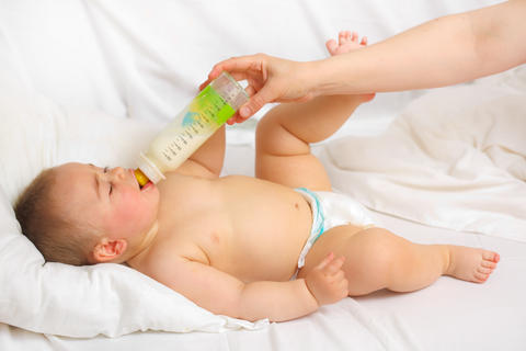 Is it safe to take Azo yeast while breastfeeding?