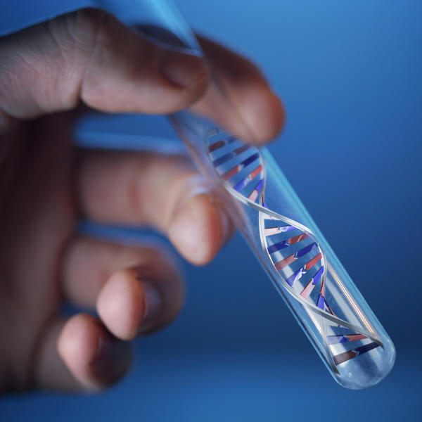 Are genetic tests available to detect brca1 and brca2 mutations, and how are they performed?