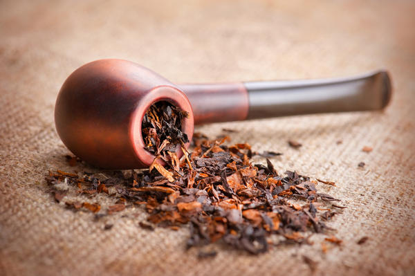 How does pipe smoking affect health compared to cigarette smoking?