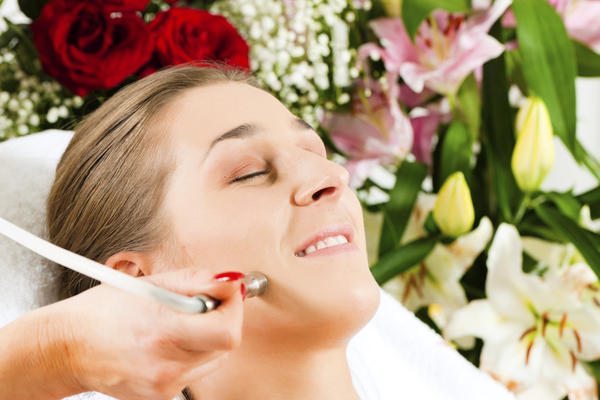 How well does microdermabrasion work for acne treatment?