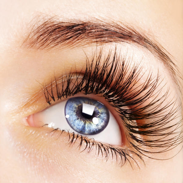 Can eyelashes get lost in your eyes?