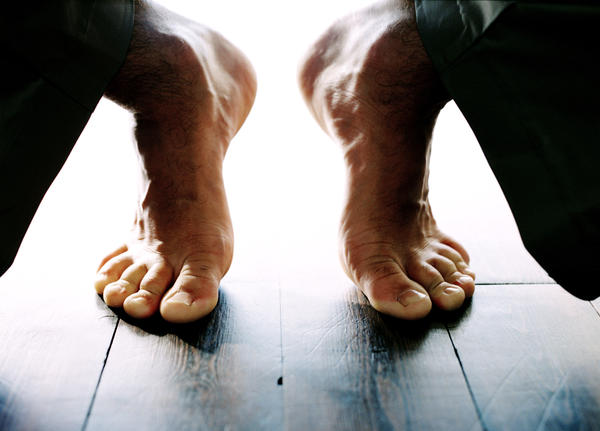 What causes cramps in your feet that makes your toes separate?