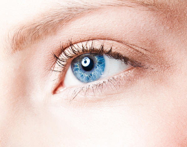 How can  dying your hair affect your eyes?