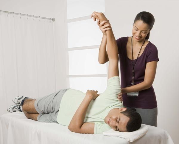 What are the benefits of becoming a physical therapist?