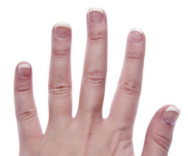 What causes itchy swollen itchy fingers ?