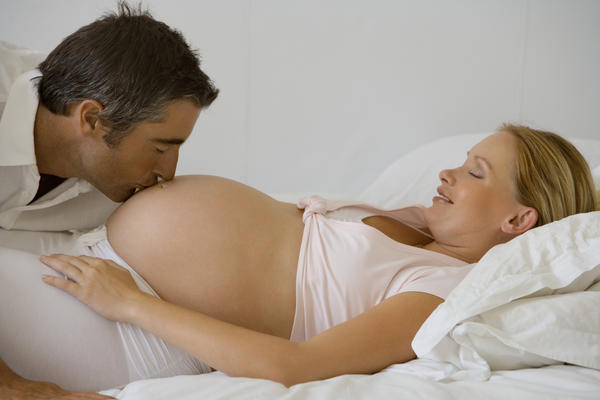 Does discharge during early pregnancy smell like sperm?