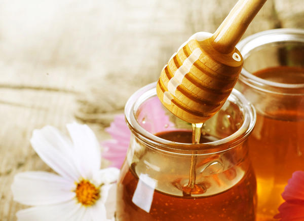 Does honey help with itching throat?