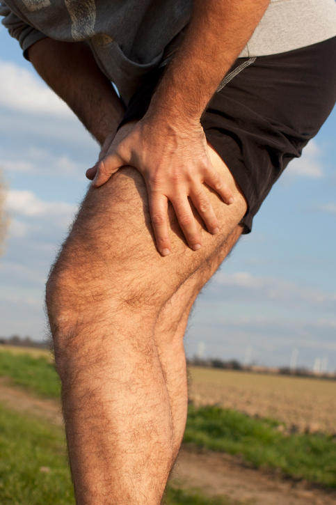 What causes sore weak thigh muscle?