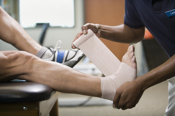 Does Achilles tendonitis cause knee pain?