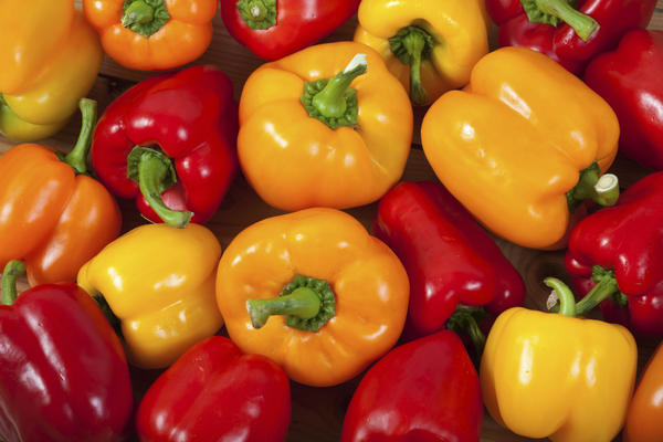 What are the vitamins and minerals found in capsicum?