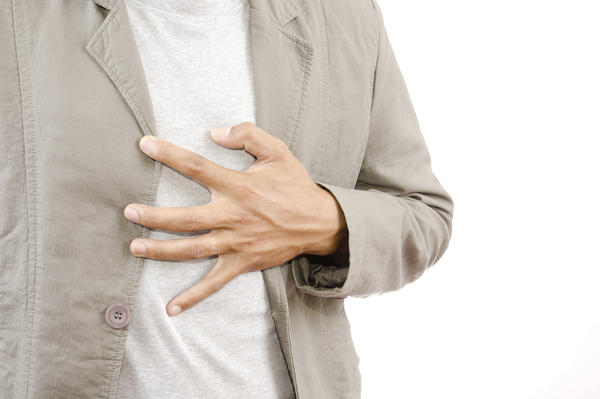 What could cause dull chest pain between breasts?