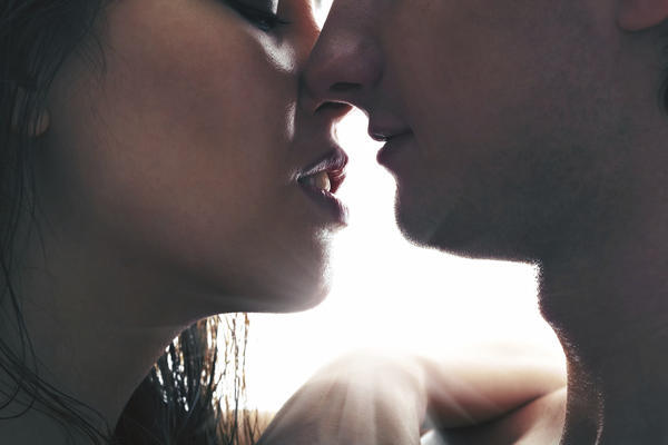 Can lip biting and kissing cause hiv?
