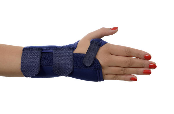 Can i work using splint for a mallet finger?