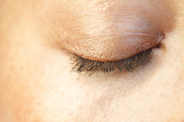 How often does blepharitis cause abnormal eye blinking ?