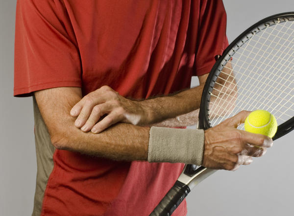 Could tennis elbow cause my hand to swell?