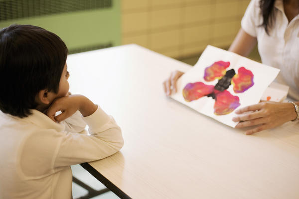 Which type of psychologist work in children mental facilities?