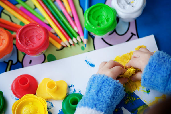 How can I tell if a child shouldn't join his daycare group due to illness?
