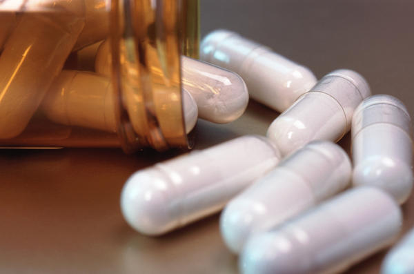 Do people take diflucan (fluconazole) and azithromycn (the z-pak) at the same time?