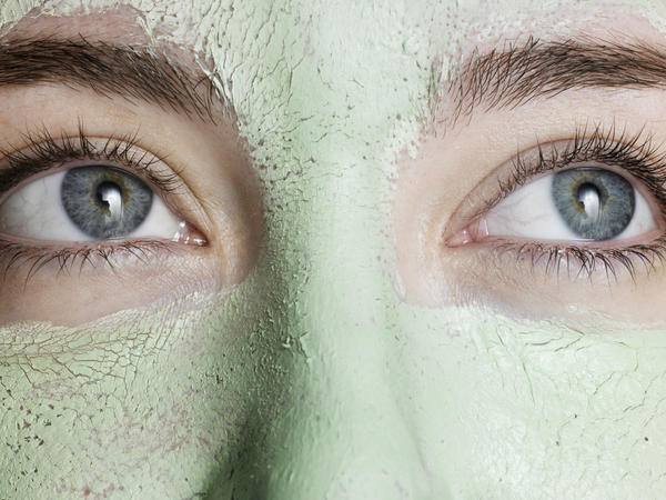 Does facial waxing cause wrinkles and sagging?
