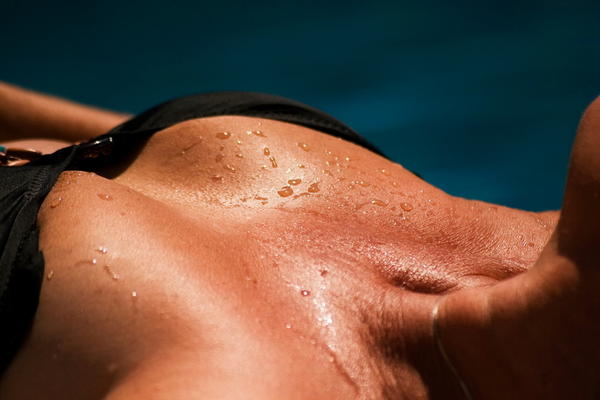 Can herpes cause sunburn like sensation back of your neck just below?
