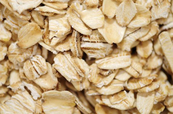 How do I prepare an oatmeal bath for chickenpox?