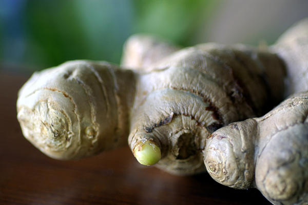 Is there a connection between ginger and hypopigmentation?