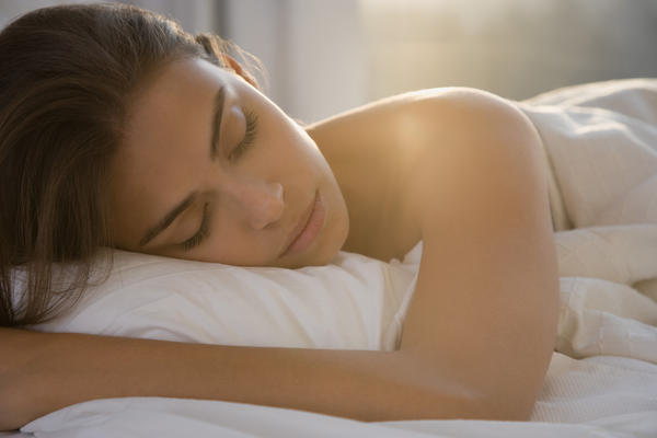 Is healthier to sleep naked and if yes with or without a blanket?