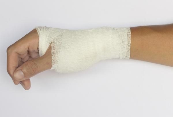 What is the difference between carpel tunnel syndrome and tenosynivitis?