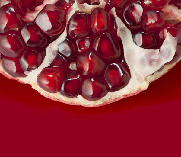 What are the health benefits of pomegranate in limit?