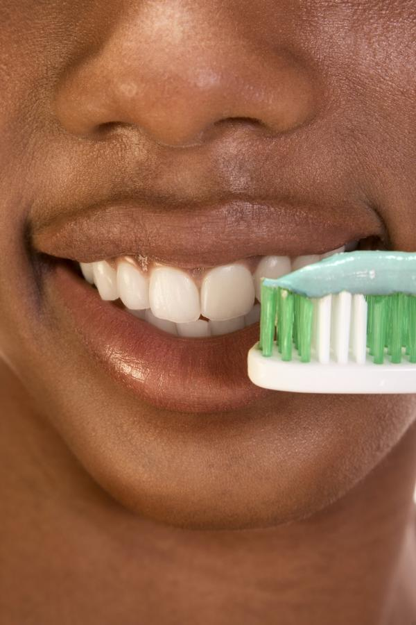 What are some healthy habits to maintain healthy teeth?
