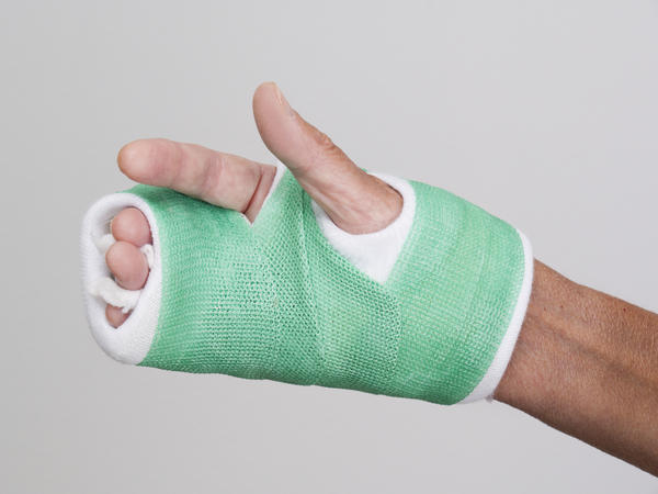 I have a nondisplaced fracture of the 4th metacarpal of my non-dominant hand. A small cast was placed. After 3 wks, it is still very painful.  WNL?