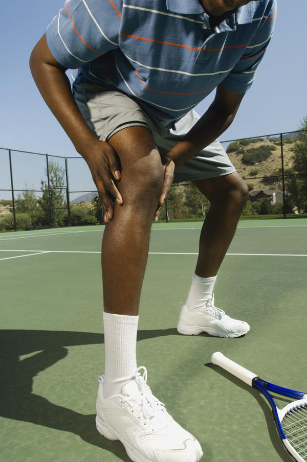 What could cause leg pain in your right leg when you lay down on that side?