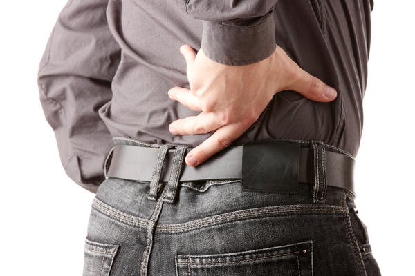 Does colon cancer cause lower back pain?