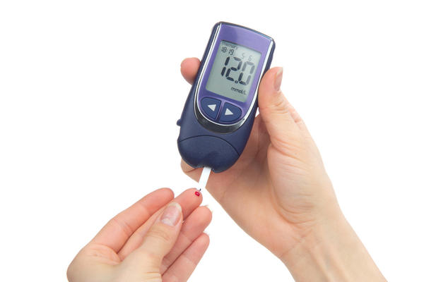 What is the significance when a patient with diabetes mellitus does not have glucosuria?