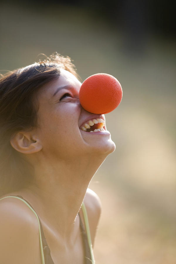 Is it possible to practise laughter therapy alone?