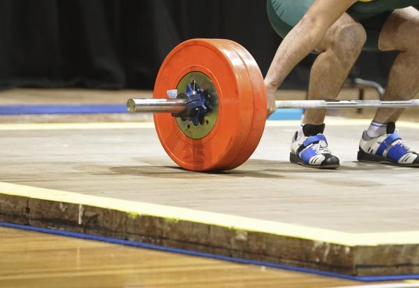 What is the difference between strength training and crossfit?