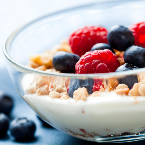 A homemade yogurt has same health benefits as what available in thr market? Will homemade yogurt has lesser probiotic?