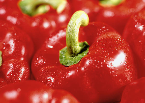 Is it ok to eat the seeds inside a bell pepper?