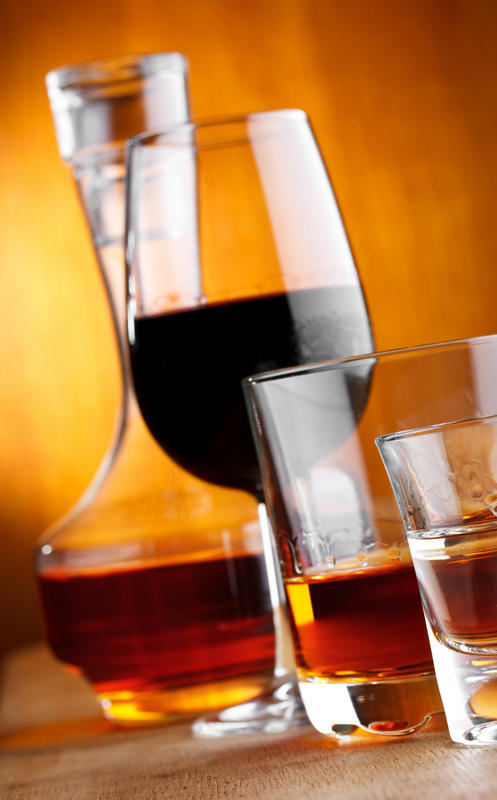 What causes right side pain after drinking alcohol?