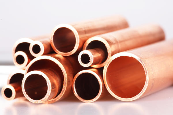 What are the effects of copper solvent poisoning in the eyes?