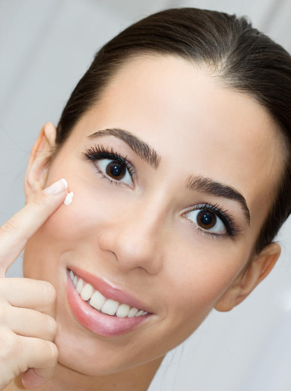 Can cosmetics cause acne or clogged pores on forehead, nose?