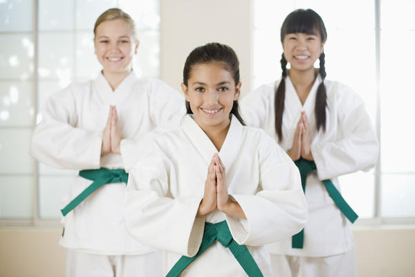 Can you get plantar warts from going barefoot in a karate dojo that's not being properly cleaned?