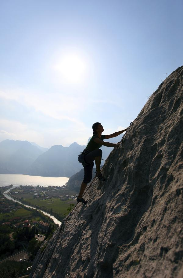 Is rock climbing an effective way to tone and build lean muscle?