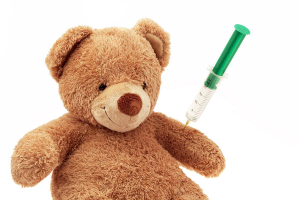 Is it safe for an infant to be close to a child who had have nasal flu vaccine?