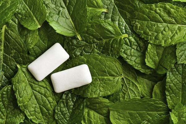 Are there any side effects to chewing nicotine gum?