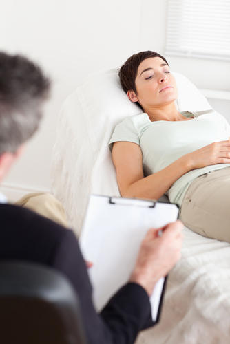 What are the benefits of a prenatal massage therapist?