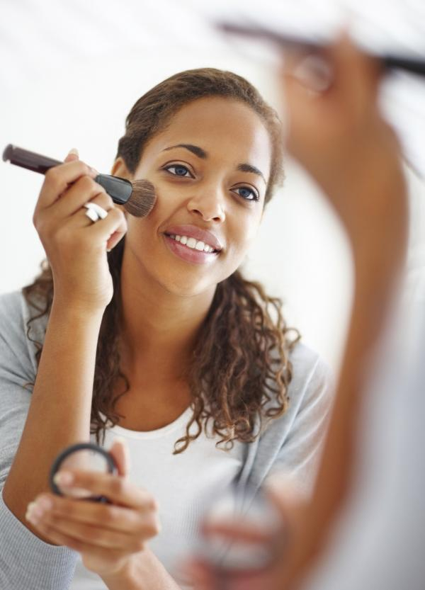 Can wearing makeup 4-5 days a week cause vitiligo?
