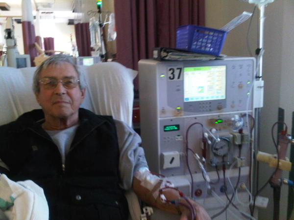 What is the life expectancy of a 76 year old man on dialysis?
